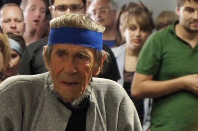 Jerzy Bereś podczas ostatniego wystąpienia. Konteksty 2012 - Międzynarodowy Festiwal Sztuki Efemerycznej w Sokołowsku