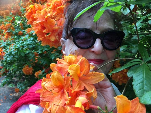 Maya Gordon i kwiaty
