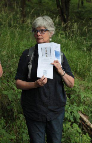 Barbara Lounder, Performatywny spacer: Bycie w oddychalnym: wędrówka z adnotacją, Konteksty 2017, Sokołowsko
